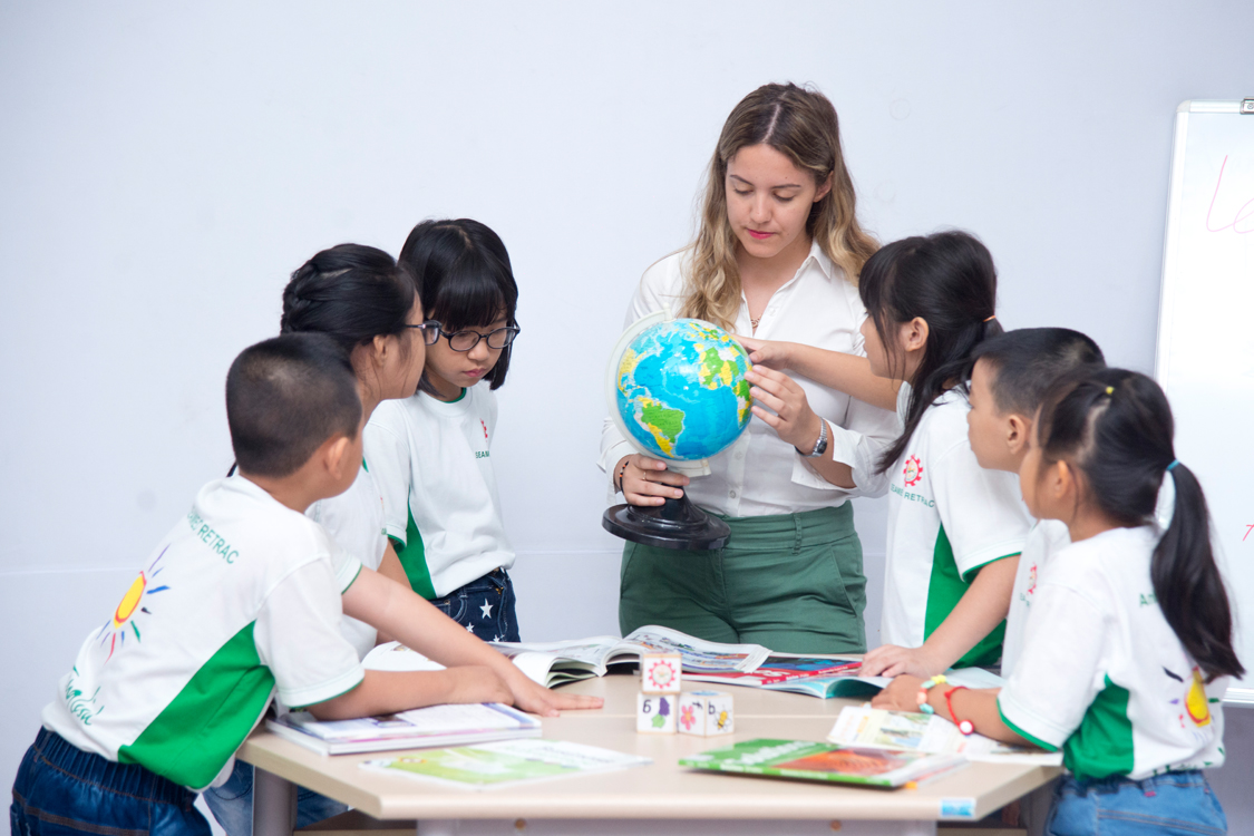 COMMUNICATIVE ENGLISH  AND LIFE SKILLS FOR CHILDREN