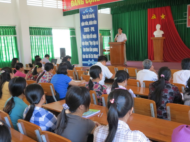Opening Ceremony of the English Training Courses and the Teaching Methodology Training Course for Primary School Teachers of English in Vinh Long Province