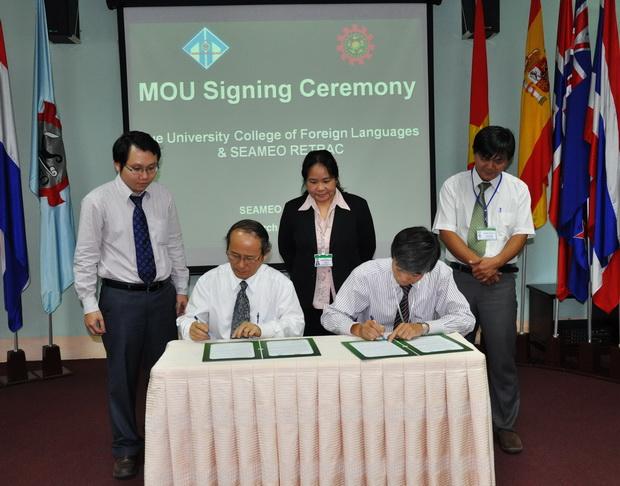 Lễ ký kết biên bản ghi nhớ với trường Ngoại ngữ thuộc Đại học Huế