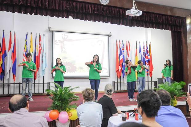 Celebrating the Vietnamese Teachers' Day