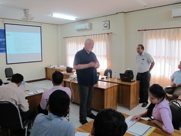 Tập huấn về Nâng cao năng lực cho các cán bộ tập huấn lãnh đạo và quản lý giáo dục tại Lào