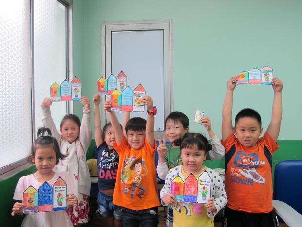 Hoạt động làm thiệp mừng ngày Nhà Giáo Việt Nam, ngày 18/11/2017